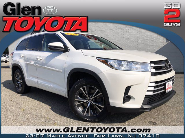 Pre-Owned 2017 Toyota Highlander LE V6 AWD SUV